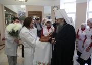 Владыка Кирилл поздравил с Рождеством Христовым и освятил православный сестринский пост в Уральском НИИ охраны материнства и младенчества